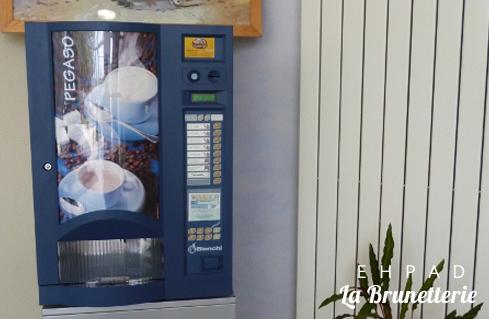 Le distributeur de boissons - La Brunetterie